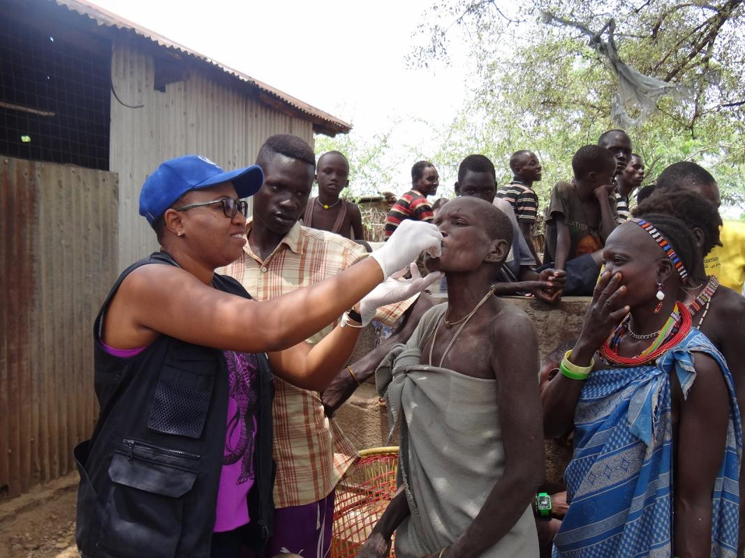 Jacqueline Maina, WHO Emergency Mobile Medical Team coordinator, administering Oral Cholera Vaccine in Kapoeta town. Credit WHO South Sudan