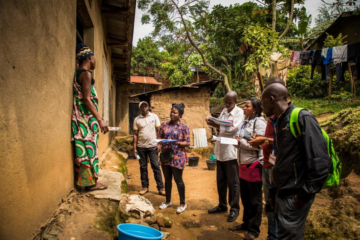 Community representatives come to visit a family in the outskirts of Beni to raise awareness about Ebola. / World Bank Group/ V.Tremeau