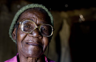 woman-zimbabwe-helpage.jpg