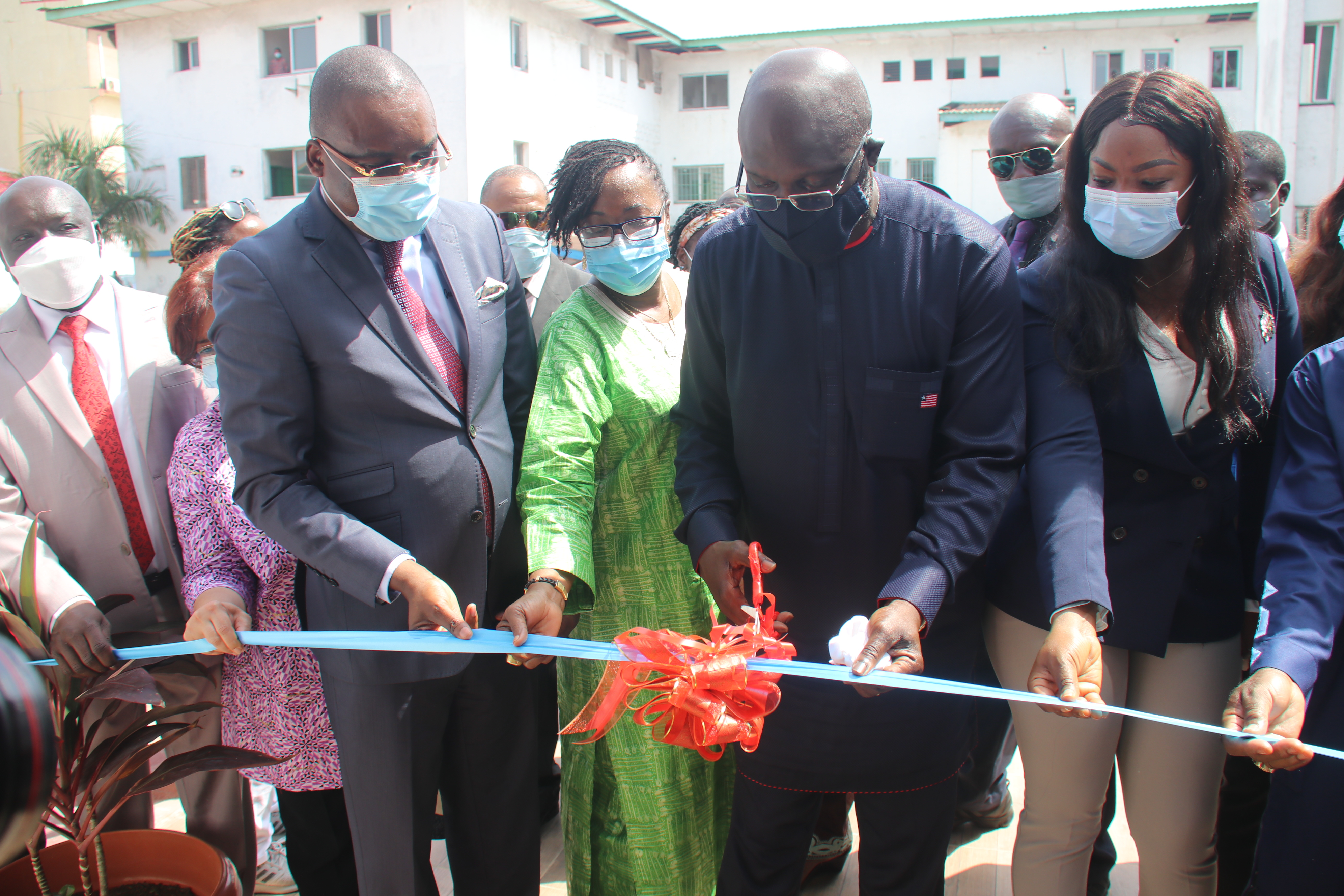 H.E. President George M. Weah cuts ribbon to the National Polio EOC in Monrovia, Feb 5, 2021