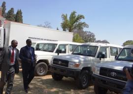 WR and Dep Min inspecting vehicles