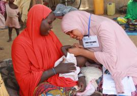 Community Health Champion bonding with caregiver for delivery of lifesaving messages at Cuton House IDPs camp in Borno_Photocredit_WHO-CE.Onuekwe