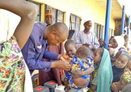 Dr Bamusa Bashir of WHO vaccinates an eligible child in Gajigana, Magumeri LGA during the ongoing measles reactive vaccination campaign in Borno state. Photo WHO