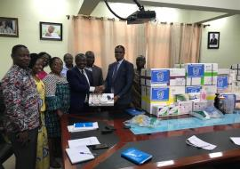 Dr Kaluwa presenting items to the Director General of the Ghana Health Service, Dr Anthony Nsiah-Asare