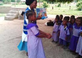 Grace Hyeladi Durkwa talks to young children in their school about how they can protect themselves from cholera in Mubi North, Nigeria (Photo courtesy Grace Hyeladi Durkwa)