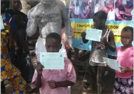 01 Children displaying YF cards as proof of vaccination