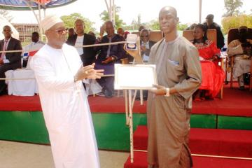 Prof. JM Dangou presenting award to Hon. Minister for Finance & Economic Affairs
