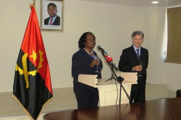 Angola honours WHO Representative at end of mission