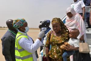 Port health services screening arriving passegners for temperature at Maiduguri international airport._Photo_WHO_C.Onuekwe_ (1)