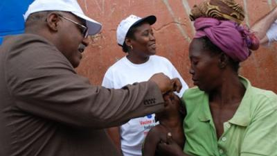0015 Minister of Health of Angola vaccinating against polio in Luanda.jpg