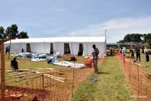 Community members from Kween constructing the MVD Treatment Centre under the supervision of MSF/France and WHO experts.