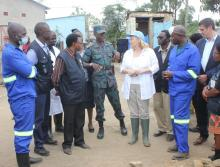 The District Director of Health for Lusaka, Dr. Namani Monze, the United Nations Resident Coordinator, Ms Janet Rogan, the WHO Representative, Dr. Nathan Bakyaita and the deputy Head of Office of DFID in Zambia, Mr. Andrew Ockenden meet the cholera prevention and response teams in the community.