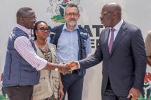 Warm shake hand between WHO incident Manager and Edo State Governor