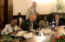 Dr Moeti signs the grant with the DG of OFID