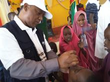 WHO Colleague vaccinating a child during the launching of mOPV2 vaccination