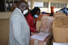 Dr. Jallah, Min. of Health receives donated supplies from WHO